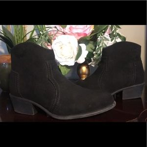 Black ankle boots.
